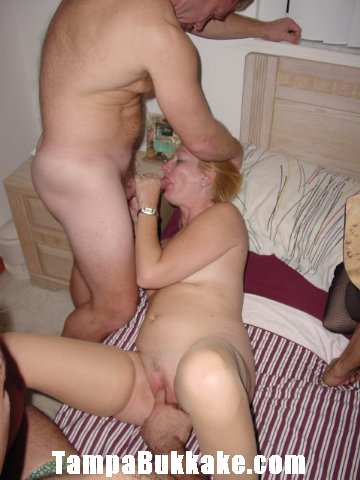 hand inside pussy porn
