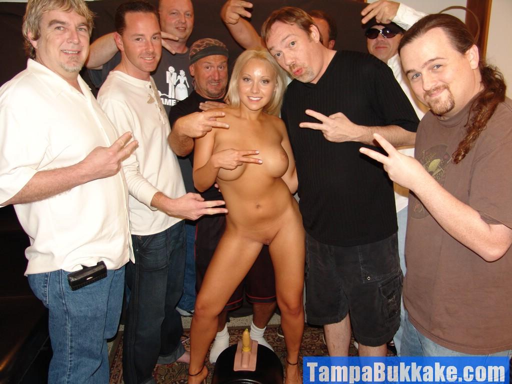pics of harley quinn naked