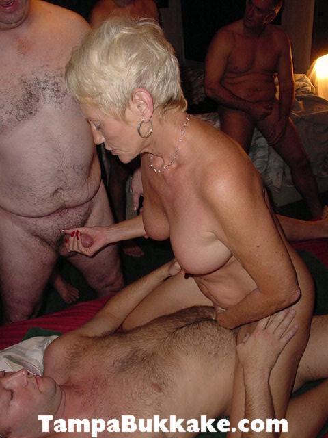 Порно ролики пожилых свингеров